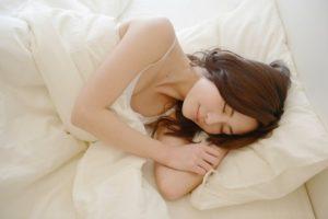 安眠 リラックス 飲み物 方法